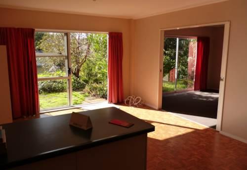 Totara Vale, 1 Bedroom Downstairs Unit , Property ID: 15002132 | Barfoot & Thompson