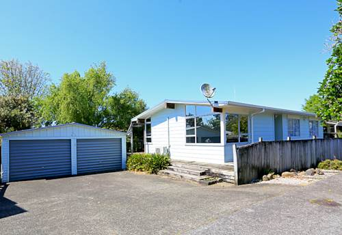 Henderson, DOUBLE GARAGE FOR HIM &  COFFEE ON THE DECK FOR HER, Property ID: 16000820 | Barfoot & Thompson