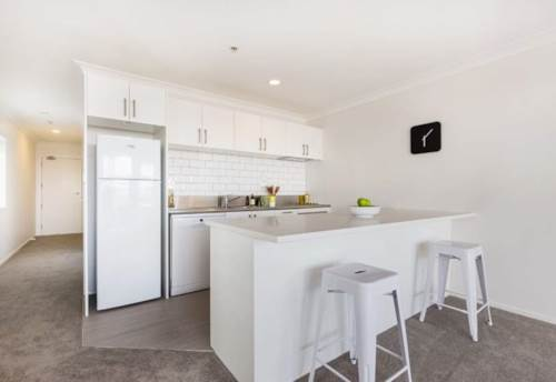 City Centre, Spacious 1 Bedroom with Carpark!, Property ID: 39002082 | Barfoot & Thompson