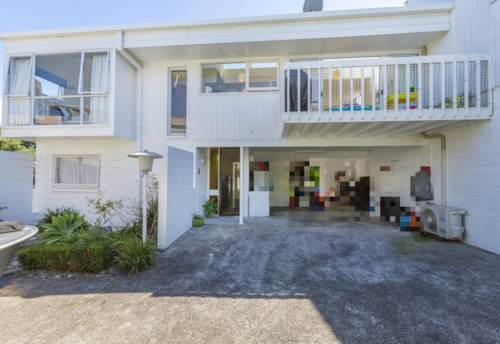 Castor Bay, Surperb Location, Property ID: 11000253 | Barfoot & Thompson