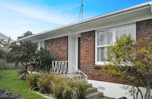 Devonport, Cheltenham Unit, Property ID: 13000013 | Barfoot & Thompson