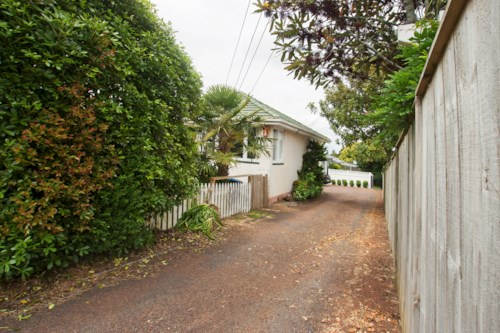 Onehunga, Looking For A Tidy Bungalow? You've Found it! , Property ID: 14000017 | Barfoot & Thompson