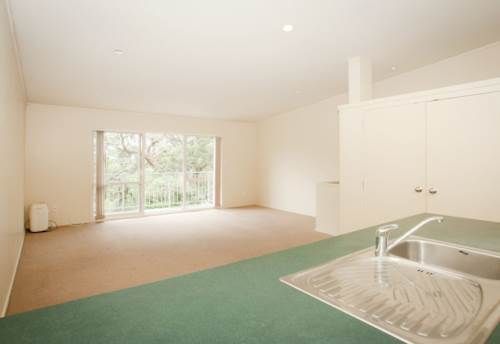 Hillsborough, Modern lock up and leave unit , Property ID: 14000050 | Barfoot & Thompson