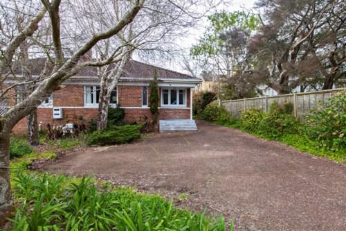 Greenlane, Brick & Tile  Duplex Unit, Property ID: 14000523 | Barfoot & Thompson