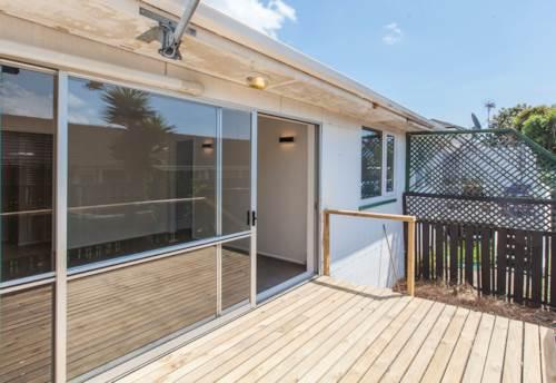Onehunga, Recently Renovated 2 Bedroom Delight!, Property ID: 14000668 | Barfoot & Thompson