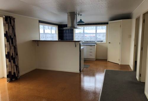 Mt Roskill, ELEVATED & SUNNY 3 BEDROOM HOME, Property ID: 24000073 | Barfoot & Thompson