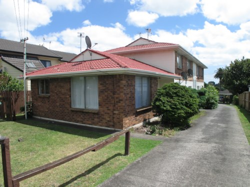 Mt Albert, Spacious, end unit in solid block., Property ID: 25000049 | Barfoot & Thompson