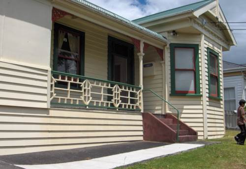 Mt Eden, Great location across road from Eden Park, Property ID: 25000168 | Barfoot & Thompson