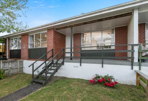 New Lynn, Ultra-convenient , Property ID: 27000015 | Barfoot & Thompson