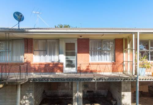 Mt Eden, Wow Includes water & lawns, Property ID: 27000049 | Barfoot & Thompson