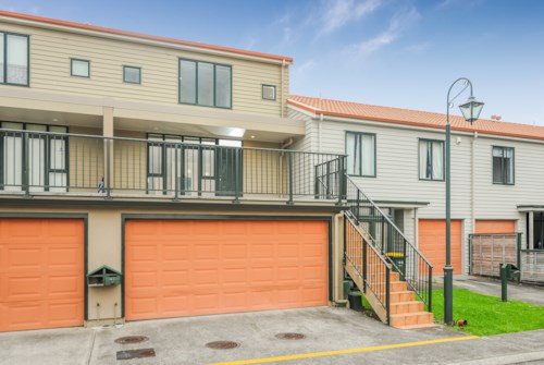 New Lynn, Trendy spacious townhouse, Property ID: 27000422 | Barfoot & Thompson
