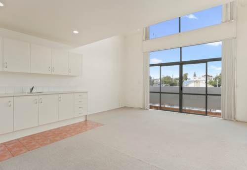 Glen Eden, TOP Floor Apartment, partially furnished, cheap rent, Property ID: 27000530 | Barfoot & Thompson
