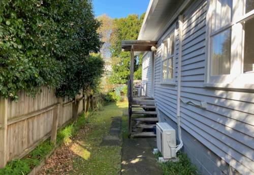 Hillcrest, Two bedroom unit at the rear of a shared site, Property ID: 28000018 | Barfoot & Thompson