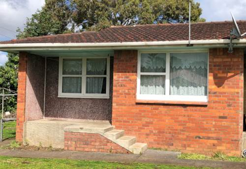 Otahuhu, Rent includes water & lawn, Property ID: 31000669 | Barfoot & Thompson