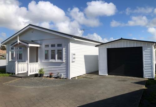 Otahuhu, Garage converted into a sleep-out on Mangere Rd, Property ID: 31001081 | Barfoot & Thompson