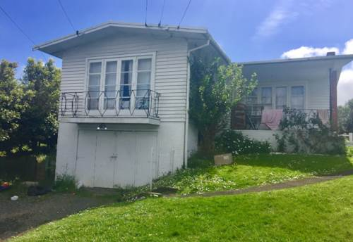 Mt Wellington, Tidy 2 Bedroom Home In Panmure, Property ID: 34000048   Barfoot & Thompson