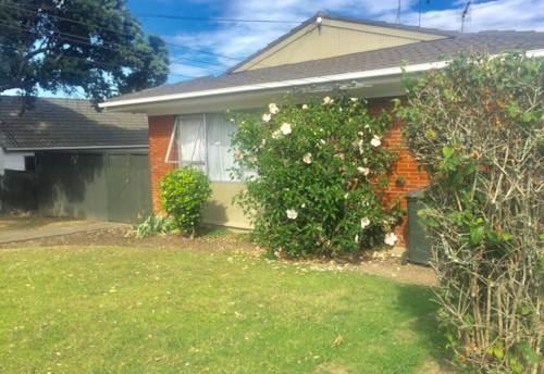Mt Wellington, Fantastic location in Mt Wellington, Property ID: 34000300 | Barfoot & Thompson