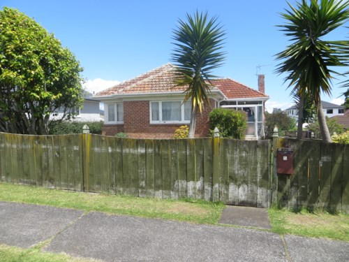 Papatoetoe, 2 Bedroom House with fenced garden, Property ID: 36001036 | Barfoot & Thompson