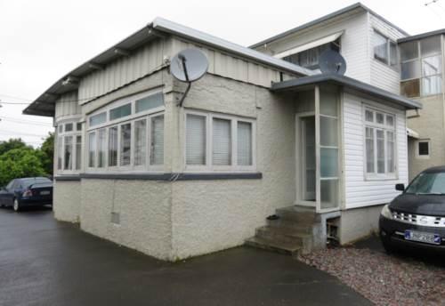 Papatoetoe, 2 bedroom unit with carport, Property ID: 36001257 | Barfoot & Thompson
