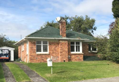 Mangere East, Freshly Painted 3 Bedroom Home, Single Garage, Large Garden , Property ID: 36001304 | Barfoot & Thompson