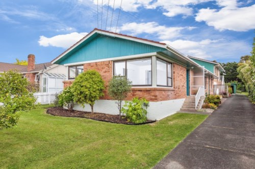 Takapuna, Walk to Takapuna..., Property ID: 11000473 | Barfoot & Thompson