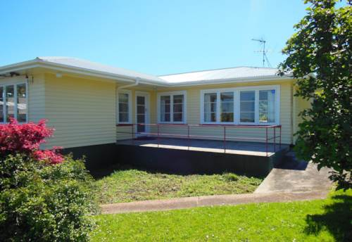 Browns Bay, Three Bedrooms - Walk to Browns Bay, Property ID: 12000011 | Barfoot & Thompson