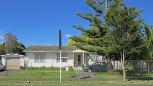 Manurewa, Family Home with Character, Property ID: 20000294 | Barfoot & Thompson