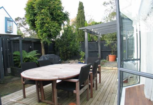 Mt Albert, TWO BEDROOM STAND ALONE, Property ID: 24000398 | Barfoot & Thompson