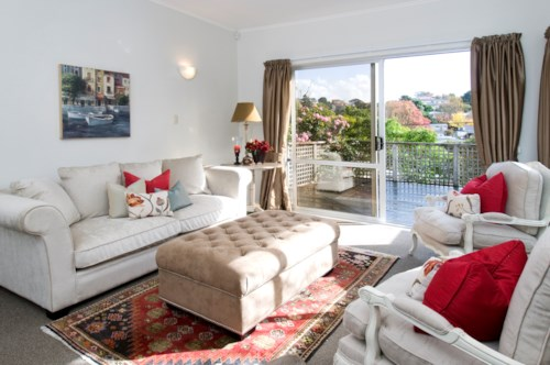Remuera, 3 BEDROOM ELEVATED HOME WITH GOOD SUN, Property ID: 24000549 | Barfoot & Thompson