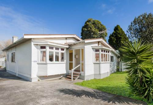 Waterview, Spacious, character family bungalow available 3 months, Property ID: 25000025 | Barfoot & Thompson