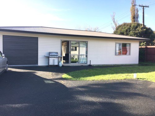 New Lynn, Modern 2 bedroom house, Property ID: 27000248 | Barfoot & Thompson