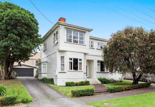 Northcote Point, Older style two bedroom flat on upper level, Property ID: 28000300 | Barfoot & Thompson