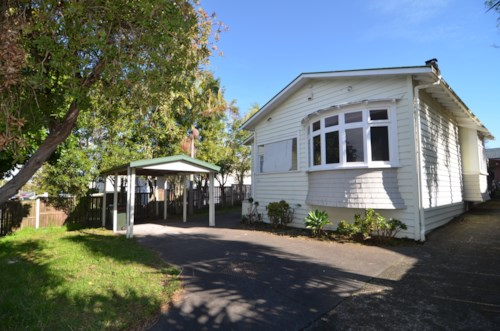 Penrose, RECENTLY REFURBISHED - GREAT BACK YARD AND CENTRAL LOCATION , Property ID: 30001213 | Barfoot & Thompson