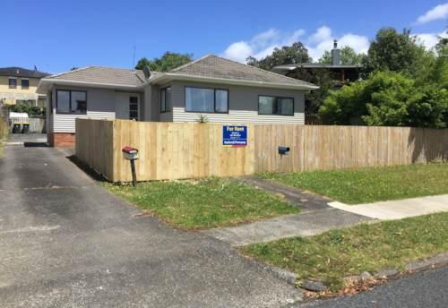 Pakuranga, Newly insulated house, Property ID: 32000537 | Barfoot & Thompson