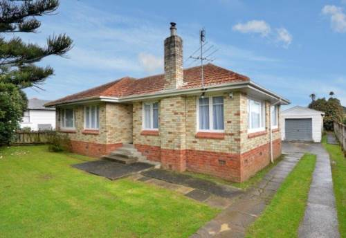 Manurewa, Excellent Home in ROGERS ROAD!!!, Property ID: 34000903 | Barfoot & Thompson