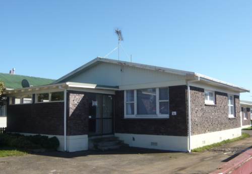 Pukekohe, HANDY TO SCHOOL AND SHOPS, Property ID: 46000050 | Barfoot & Thompson