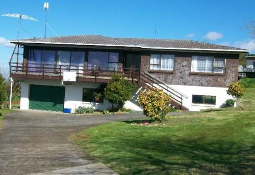 Pukekohe, HUUUUGE BASEMENT AREA, Property ID: 46000126 | Barfoot & Thompson