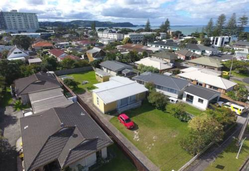 Orewa, SHORT WALK TO OREWA TOWN CENTRE, Property ID: 56001003 | Barfoot & Thompson